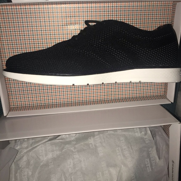 Nwt Mens Omega Lightweight Sneakers
